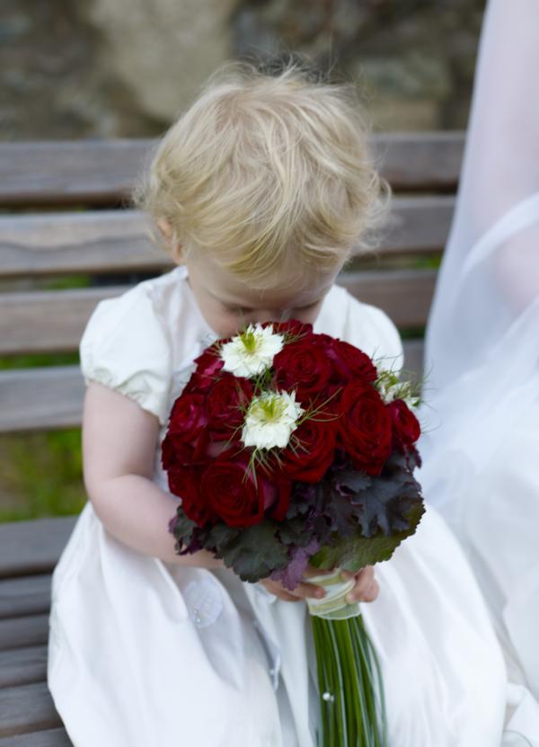 Hochzeit: Brautkleid und Brautstrauß