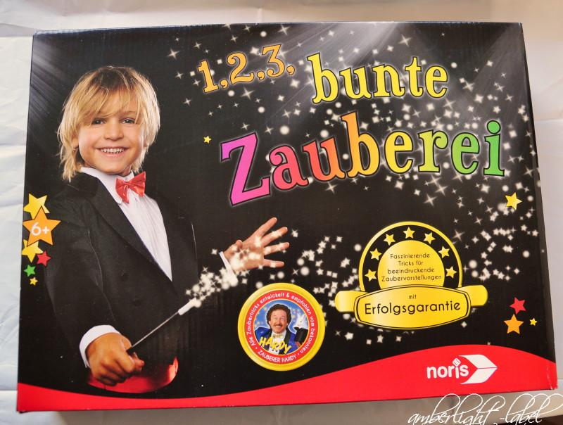 Spiel(zeug)rezension: Zauberkasten 1,2,3, … bunte Zauberei – mit Erfolgsgarantie von Noris