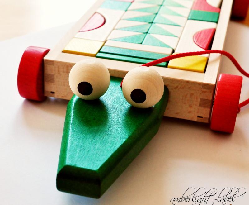 Holzspielzeug 1. Geburtstag: Bausteinwagen Krokodil von Ebert