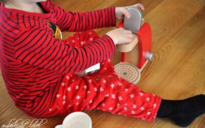 Spiel(zeug)rezension: Kaffeemaschine aus Holz von Eichhorn