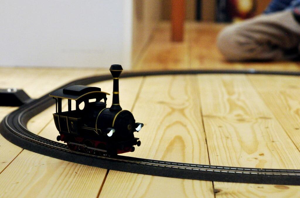 Modelleisenbahn für Kinder Märklin start up 29199 Start Up Jim Knopf Modellbahn-Startpackung, Spur H0