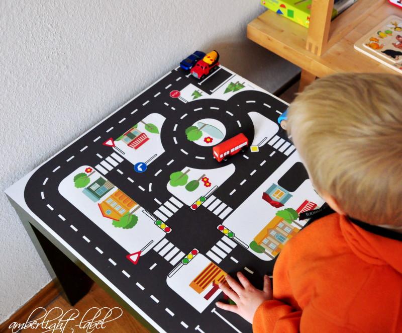 Ikea Hacker Upcycling: Spieltisch Spielfolie Spielzeugstraßen Möbelfolie Lack