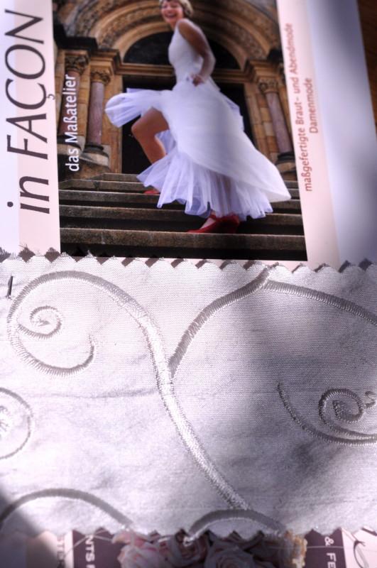 Blick durchs Schlüsselloch: das Hochzeitskleid