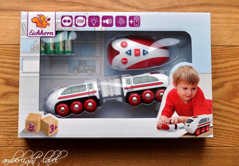Spiel(zeug)rezension: Holzeisenbahn Ferngesteuerter Zug mit 5 Funktionen von Eichhorn