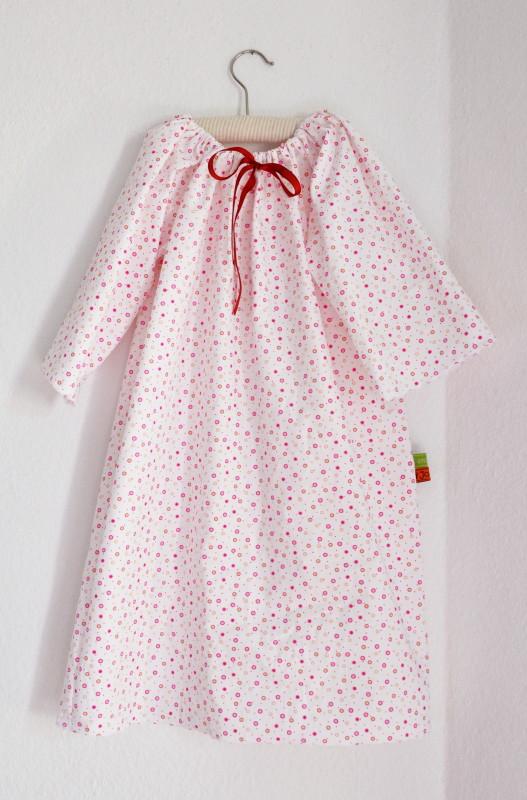Nachthemd aus klein & oho mit Bogenstich-Saumnaht
