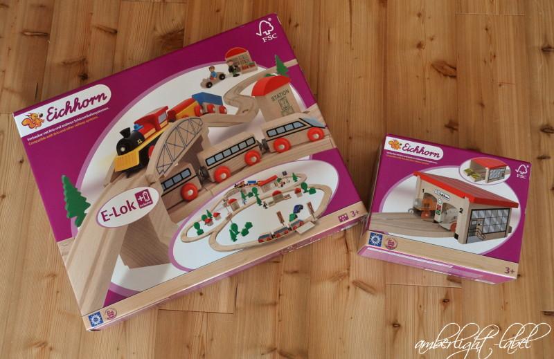 Spiel(zeug)rezension: Eichhorn – Bahnset mit Brücke & Lokschuppen